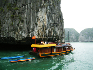 eco-friendly tour halong