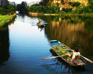 Boat_in_Tam_Coc_river