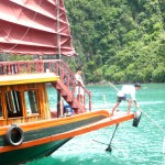 Cleaning_Ha_Long_Bay