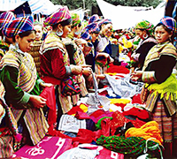 Colorful_market_Bac_Ha