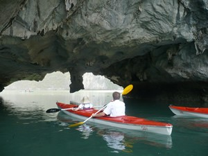 Kayaking_at_Hang_Luon