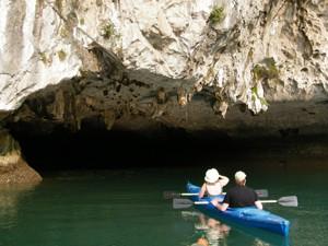 ha_long_kayaking